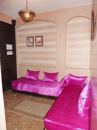 Riad Yacout : lounge are of Room 10 Suite Moulay Ismail