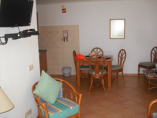 Muthu Clube Praia da Oura: Dinging room from doors