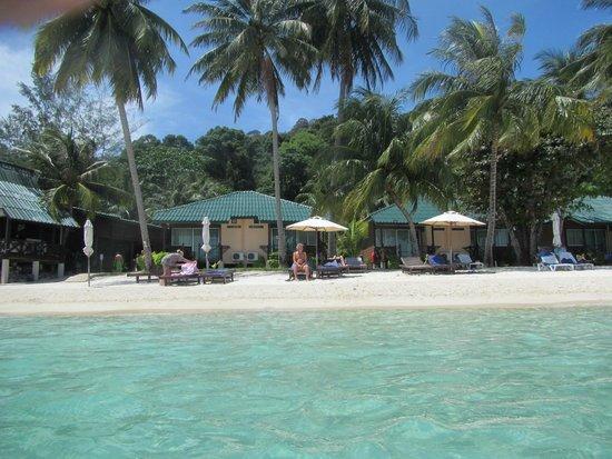 Perhentian Tuna Bay Island Resort: Uitzicht vanuit zee op kamer nummer 1 tot en met 6