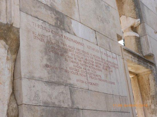 Celsus Library: Placa del interior