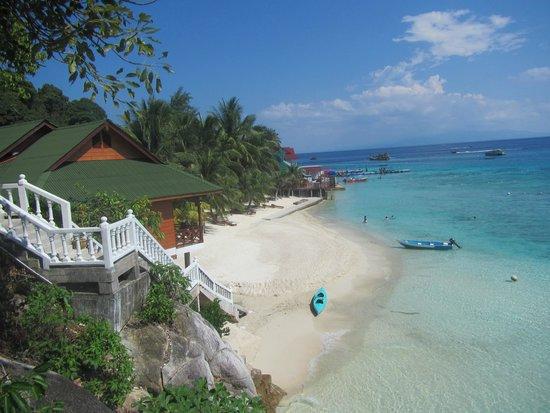 Perhentian Tuna Bay Island Resort: Uitzicht rechts van het resort