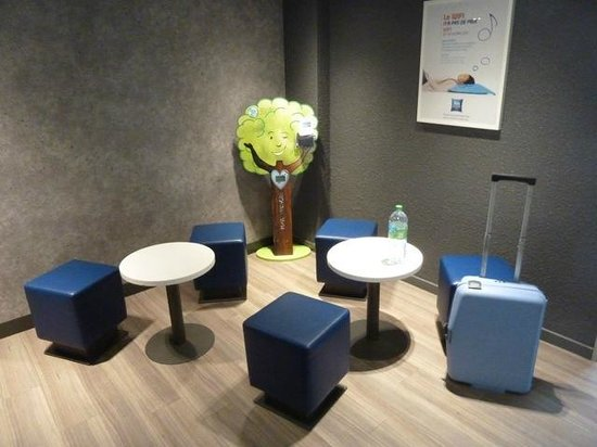 Ibis Budget Chateauroux Déols : Hotel waiting area