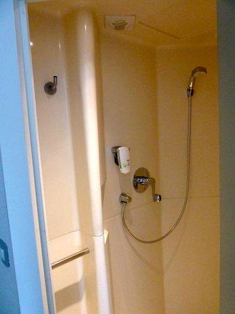 Ibis Budget Chateauroux Déols : Shower