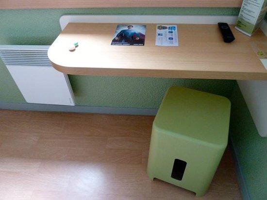 """Ibis Budget Chateauroux Déols : """"Desk & Chair"""""""