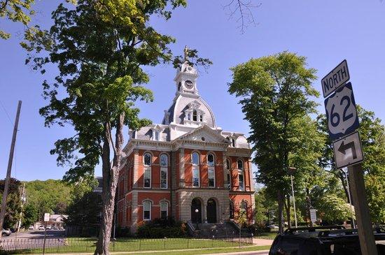 Warren County Historical Society - Warren Historic District: Warren County Court House