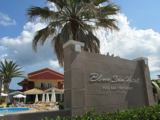 Blue Sea Hotel: A welcoming entry