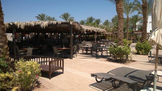 Jaz Fanara Resort & Residence: Bar/ristorante della piscina