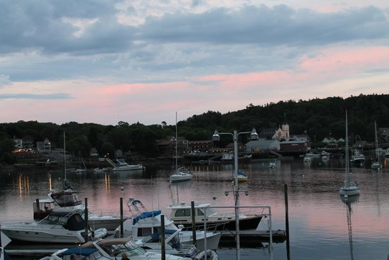 Tugboat Inn : Sunset view from our room.