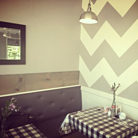 Claudine's Eatery : beautiful Chevron wall at the Eatery