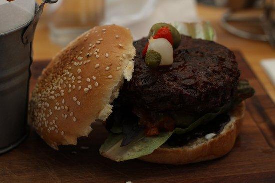 Engruna Eatery: Awesome burger