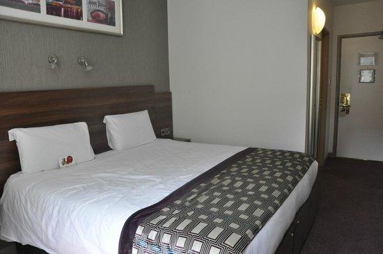 Jurys Inn Dublin Christchurch: room 234 king bed