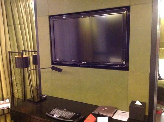 Crowne Plaza London - Battersea: TV