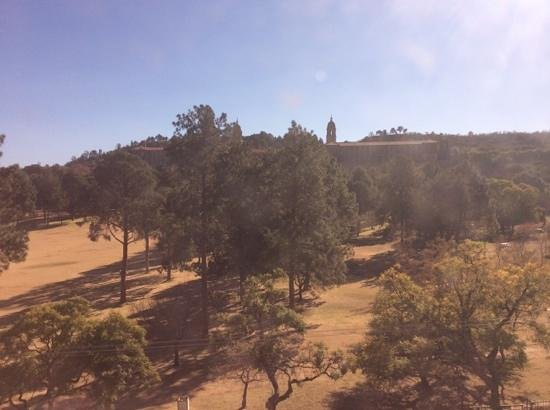 Sheraton Pretoria Hotel: view from room, winter time in SA