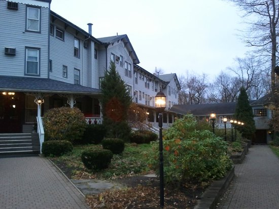 The Riverside Inn: Hotel side, at dusk