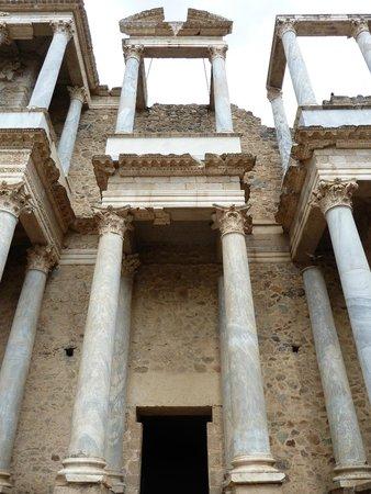 Teatro Romano de Mérida: Teatro Romano - detalle de las columnas