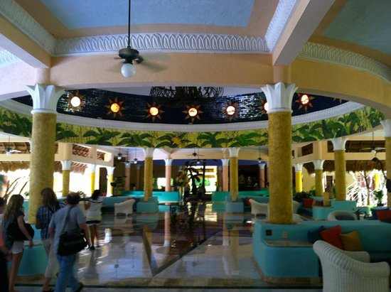 IBEROSTAR Paraiso Del Mar : Open air lobby was cool!!!!!!!!