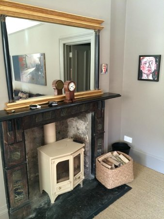 Ffin y Parc Country House: Wood burner in the suite living room