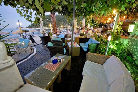 Blue Sea Beach Hotel : bar