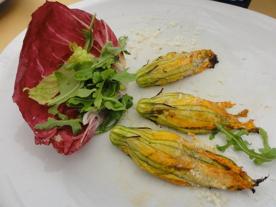 Mercato Hostaria: Part of the stuffed fried zucchini flowers plate