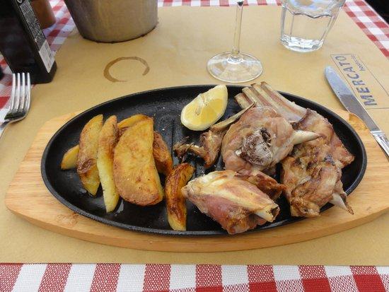 Mercato Hostaria: Roasted lamb - Tasty but with bones