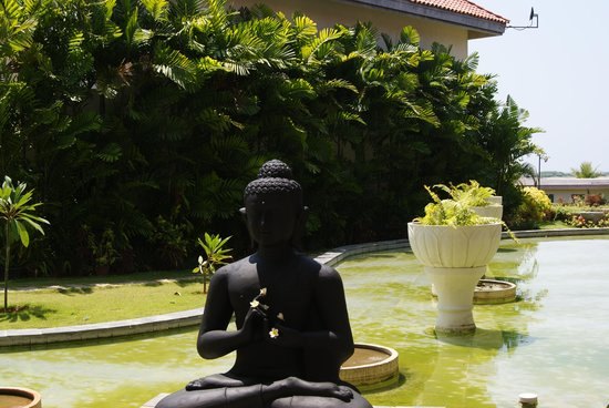 The Windflower Resort and Spa Pondicherry: The Budha at main entrance of the hotel