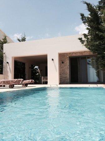 SENTIDO Port Royal Villas & Spa: vue chambre suite depuis la piscine