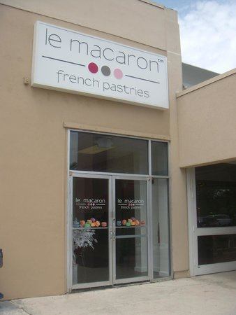 Storefront of Le Macaron French Pastries