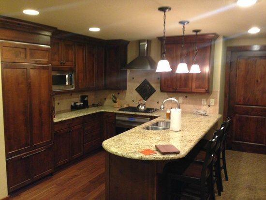 Hyatt Centric Park City: King Suite Kitchen Area