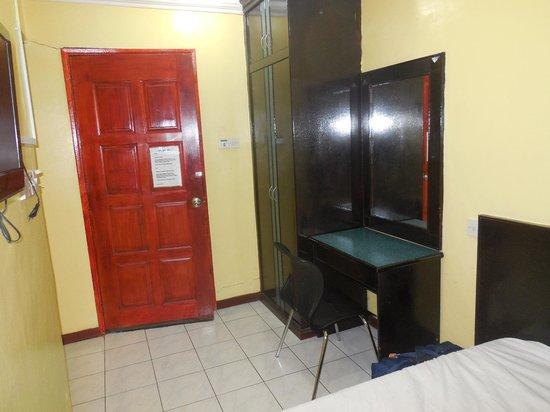 Mabul Inn : Entrée et bureau