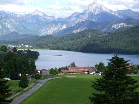 Hotel Bergruh: Blick vom Balkonzimmer auf Weissensee und die Bergwelt