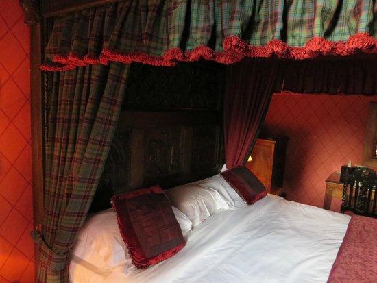 Dalhousie Castle: Our huge bed