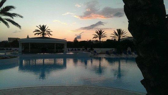 Saphir Palace & Spa: sunset over pool