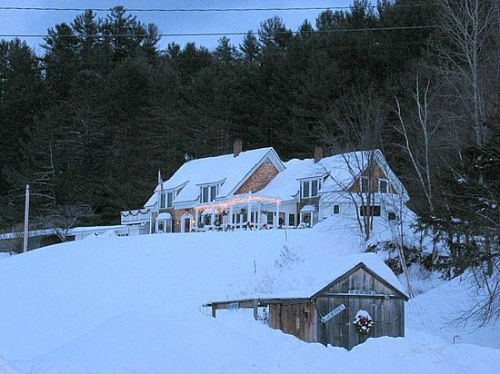 Blueberry Farm Bed & Breakfast: Front Facade, Blueberry Farm in February