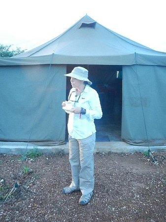 Kilima Valley Serengeti Tented Lodge: Tea outside the mess tent