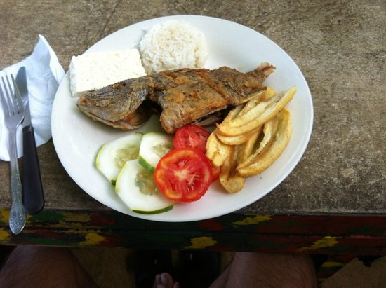 The Sunset Shack Cafe: Delicious local/typical breakfast: plantain, freshly caught fish, rice and simple salad