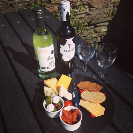 Y-Not Bar & Grill: The Cheese Cellar cheese board everyday from 3pm - 7pm £20 with bottle of wine ��