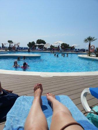 Apartotel Ponent Mar: fantastic position, gorgeous pool.