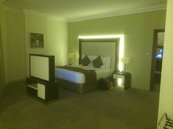 Auris Plaza Hotel: Bedroom..