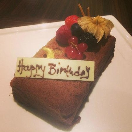 Coral Dubai Al Barsha Hotel: Cake kept in the living room on my birthday from the hotel