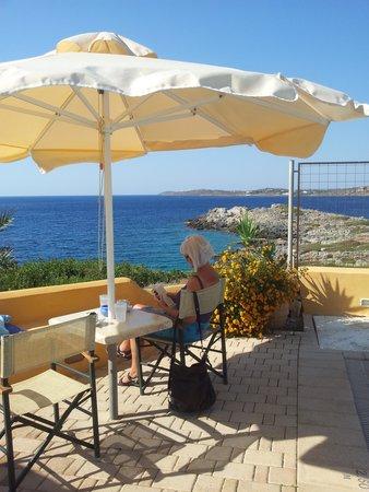 Giorgi's Blue Apartments : Utsikt frå bar/svømmebasseng