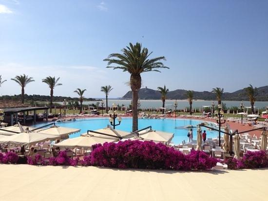 Pullman Timi Ama Sardegna : piscina e spiaggia sullo sfondo