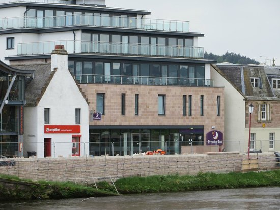 Premier Inn Inverness Centre (River Ness) Hotel : View of hotel on river
