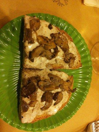 La Fett'Unta : Crostone Funghi, Salsa tartufata e formaggio