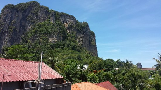 Ao Nang Grand Inn Hostel: Excellent view. From the terrace next to my room.