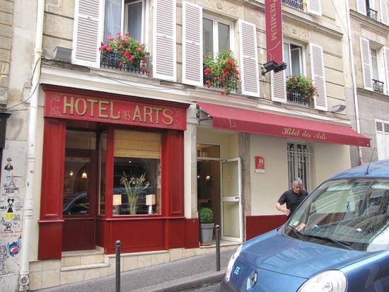 Hôtel des Arts - Montmartre: Front of Hotel