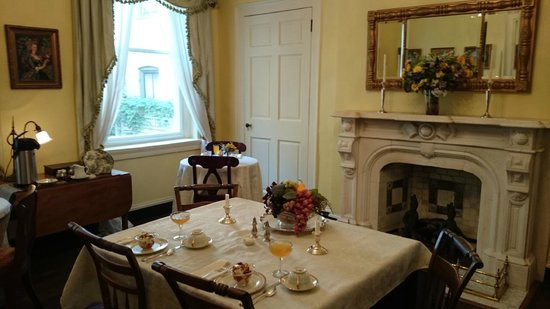 Rachael's Dowry Bed and Breakfast: breakfast room