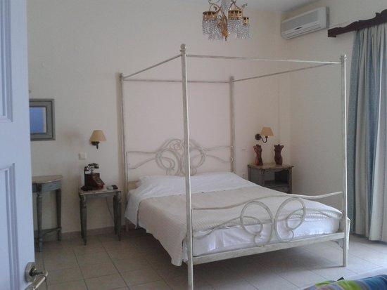 Hotel Ikaros: Room