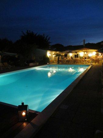 Les Gollandieres : The beautiful pool at night.