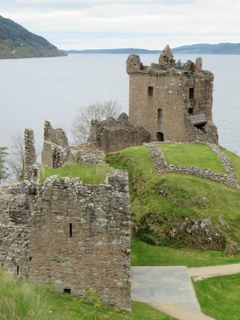 Inverness  Day Tours: Urquhart Castle