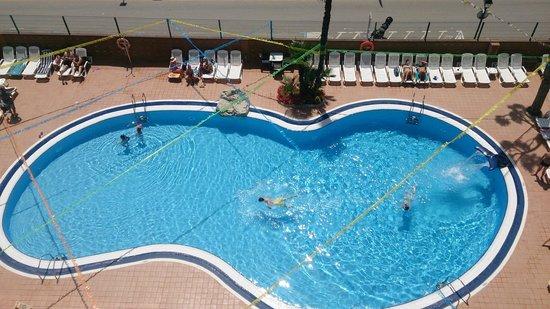 Hotel Mar Blau : Piscina vista desde el Solarium